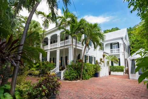 An extraordinarily handsome Old Town estate that offers unparalleled craftsmanship, beautiful architecture, the finest amenities and a very rich history.
