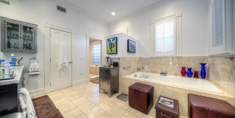 villa-mill-key-west-bathroom