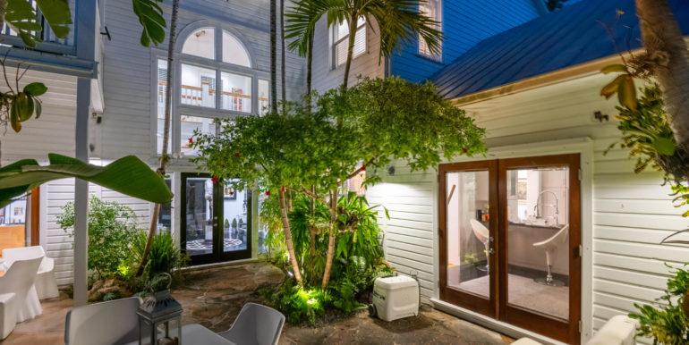 villa-mill-key-west-courtyard