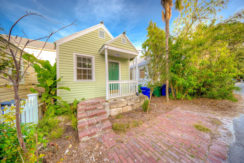 Charmingly quaint and cozy 1BR/1BA Key West Cottage
