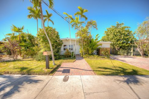 Captivating & comfortable, a delightful 4BD/3BA water front home on one of the widest canals in all of Key Haven.