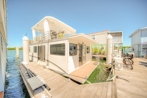 Come LIVE THE DREAM aboard this wonderful 16' x 45' Destination Yachts House Boat.