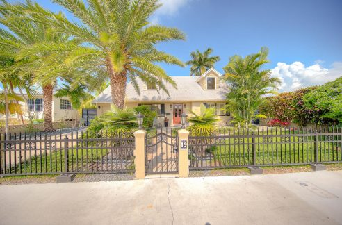 Immaculate 4 BD/ 2 BA home located in the prestigious Key Haven neighborhood, just minutes from Key West, many great restaurants, the Key West Golf Course, a public boat ramp and several marinas.