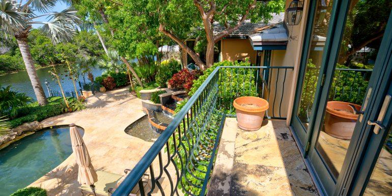 3726Sunrise-balcony