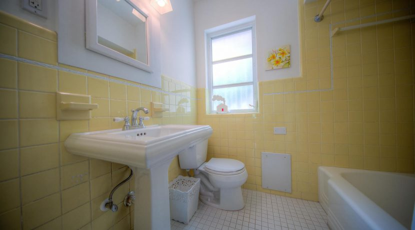 bathroom, 900 Johnson St