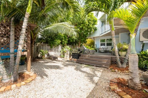 Adorable and well maintained 3 Bedroom/2 Bath Key West Estates townhome